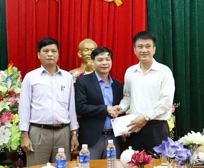 Công an Hà Tĩnh phối hợp các nhà hảo tâm tặng quà hỗ trợ nhân dân vùng lũ Hương Khê - Ảnh minh hoạ 8