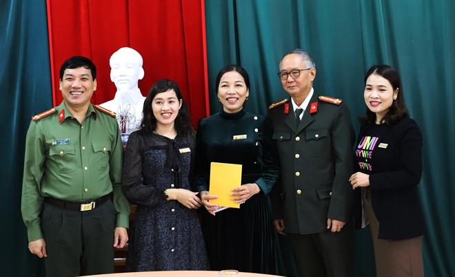 Công an Hà Tĩnh phối hợp các nhà hảo tâm tặng quà hỗ trợ nhân dân vùng lũ Hương Khê - Ảnh minh hoạ 7