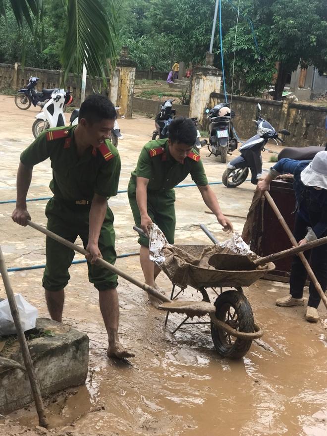 Kể chuyện cứu dân bị ngập lụt: