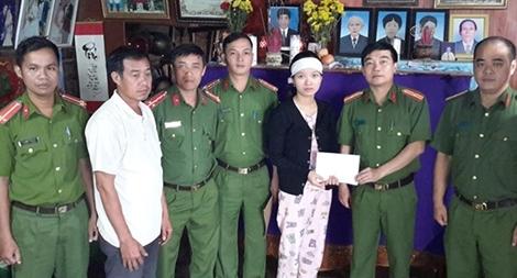Gia đình nạn nhân Thủy điện Rào Trăng 3 nhận lại 100 triệu bị lừa