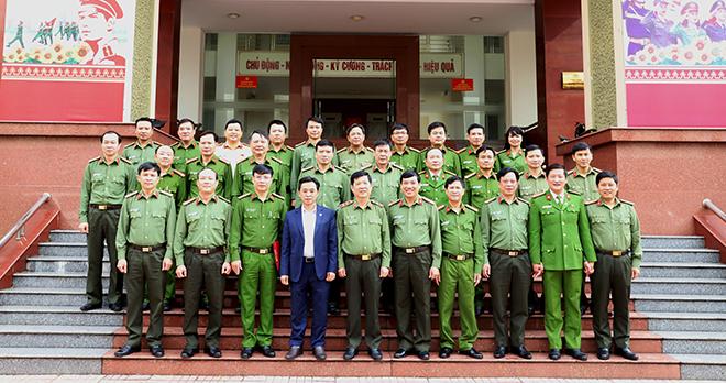 Bộ Công an hỗ trợ cán bộ, chiến sỹ Công an và nhân dân vùng lũ Hà Tĩnh 3 tỷ đồng - Ảnh minh hoạ 11