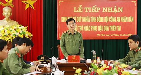 Bộ Công an hỗ trợ cán bộ, chiến sỹ Công an và nhân dân vùng lũ Hà Tĩnh 3 tỷ đồng