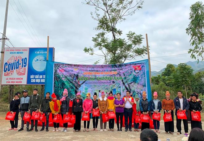 HDBank tặng quà cho bà con miền núi tỉnh Sơn La - Ảnh minh hoạ 3