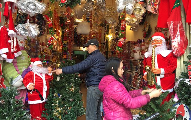 4991f0ce 0b7f 4919 8a92 c6e19a278674 | Sôi động thị trường quà tặng, đồ trang trí Giáng sinh