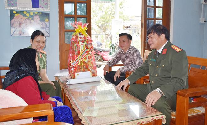 Thăm hỏi mẹ Việt Nam anh hùng tại Quảng Nam
