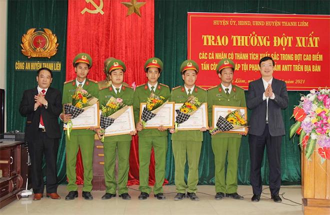 Hà Nam trao thưởng đột xuất cho các cá nhân có thành tích xuất sắc