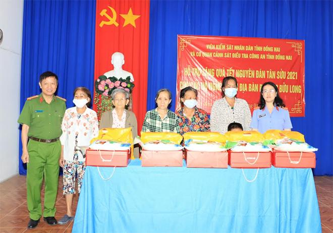 Công an tỉnh Đồng Nai trao tặng quà Tết cho người nghèo