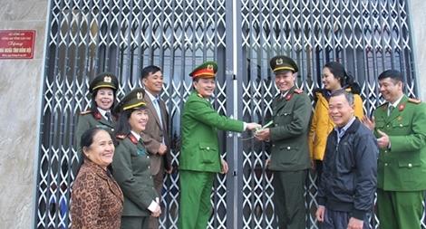 Trao 3 nhà tình nghĩa cho cán bộ, chiến sĩ tại Lào Cai