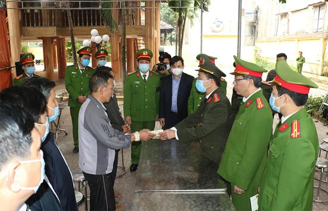 Truy thăng cấp bậc hàm Trung Tá với liệt sỹ Vi Văn Luân - Ảnh minh hoạ 2