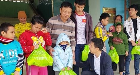 Người đàn ông 20 năm che chở hàng trăm trẻ khuyết tật