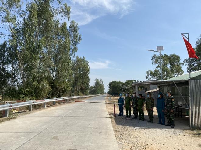 Công an Long An siết chặt phòng dịch COVID-19 từ tuyến biên giới