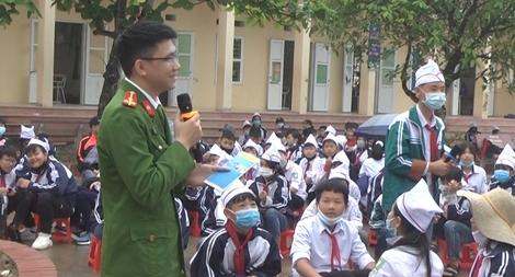 """""""Phòng chống ma túy học đường"""" cho trường THCS Đình Cao"""