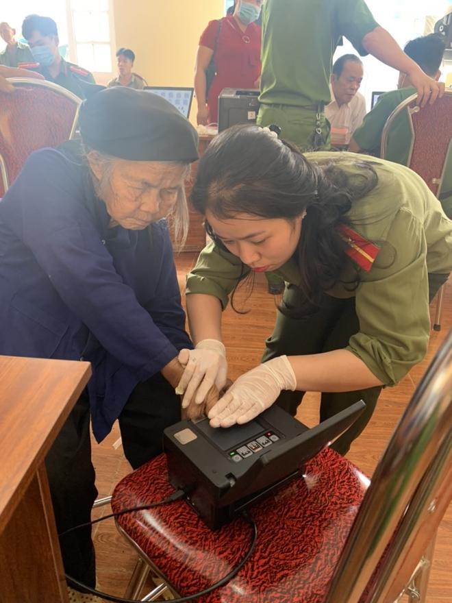 Công an huyện Nguyên Bình: Đẩy mạnh công tác cấp CCCD cho đồng bào - Ảnh minh hoạ 4