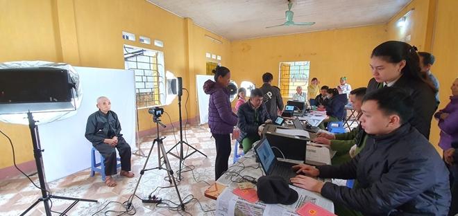 Công an huyện Nguyên Bình: Đẩy mạnh công tác cấp CCCD cho đồng bào - Ảnh minh hoạ 2
