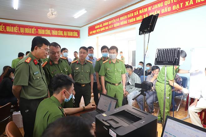 """Tình quân dân trong thực hiện """"chiến dịch"""" cấp thẻ CCCD ở Đắk Nông"""