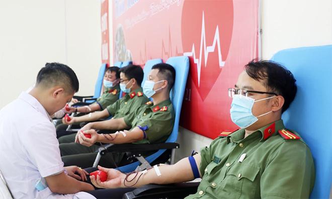 Cán bộ, đoàn viên Công an Nghệ An hiến máu cứu người - Ảnh minh hoạ 3
