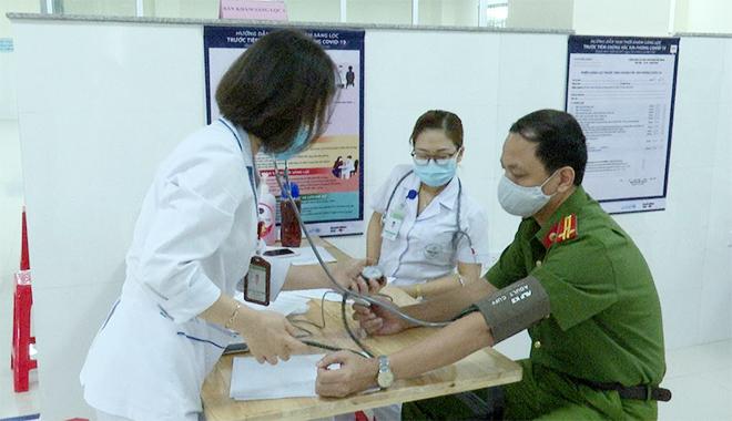 Tiêm vaccine COVID-19 cho CBCS Công an tỉnh Sơn La