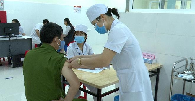 Tiêm vaccine COVID-19 cho CBCS Công an tỉnh Sơn La - Ảnh minh hoạ 2