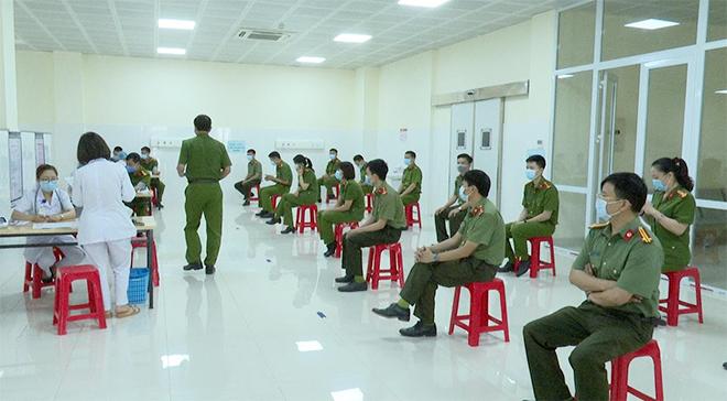 Tiêm vaccine COVID-19 cho CBCS Công an tỉnh Sơn La - Ảnh minh hoạ 3