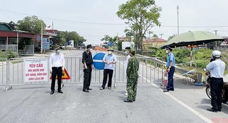 Hỗ trợ 100 triệu đồng đến Công an Bắc Giang và Bắc Ninh phòng, chống dịch