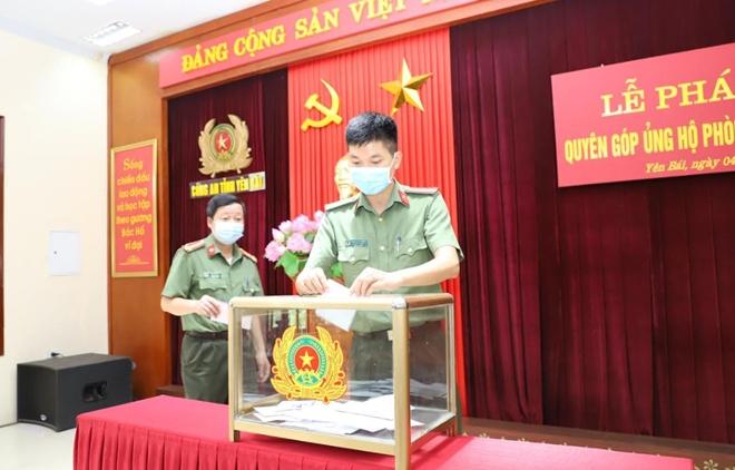 Cụm thi đua số 3 hỗ trợ Công an tỉnh Bắc Giang 500 triệu đồng chống dịch