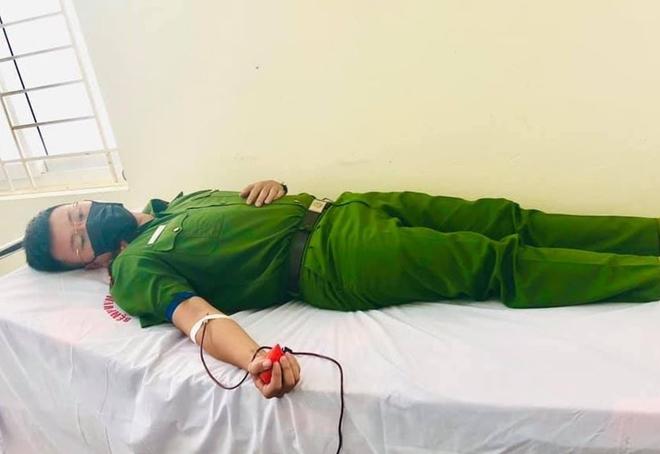 Cán bộ Công an hiến máu kịp thời cứu sống bệnh nhân