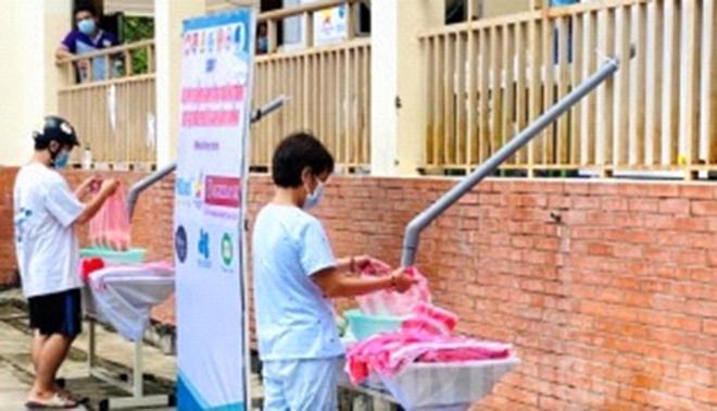 """Lan tỏa """"ATM gạo"""" giúp người dân vượt khó"""