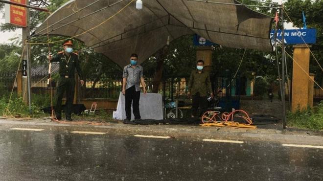 Công an Bắc Giang đội mưa bám chốt, làm nhiệm vụ - Ảnh minh hoạ 3