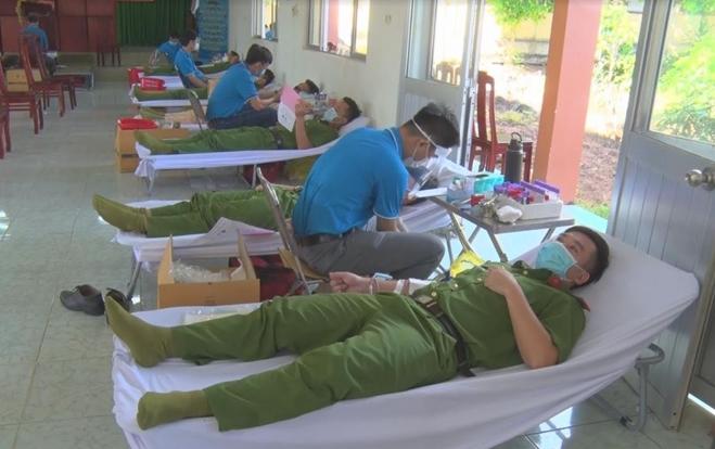 Công an tỉnh Đồng Nai tham gia hiến máu tình nguyện đợt 2 năm 2021