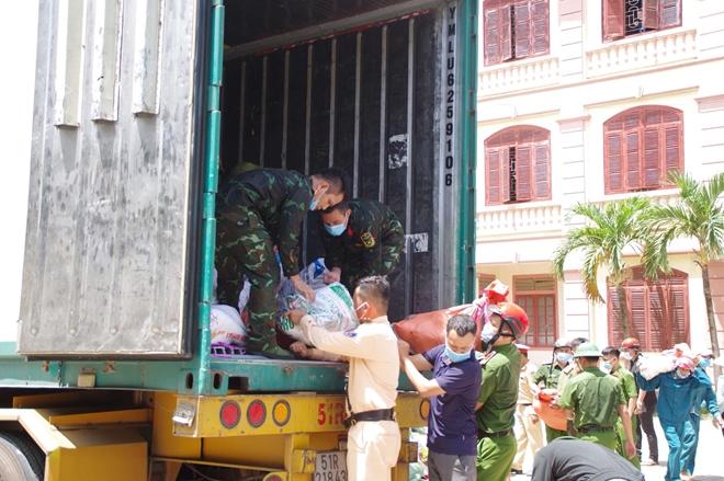 Công an Hà Tĩnh vận chuyển lương thực, thực phẩm vào miền Nam - Ảnh minh hoạ 9