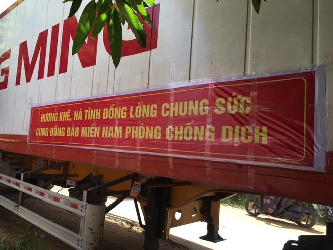 Công an Hà Tĩnh vận chuyển lương thực, thực phẩm vào miền Nam