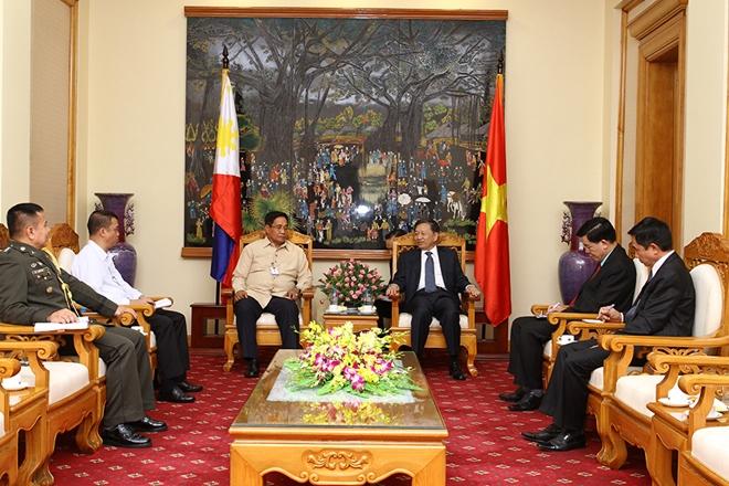 Bộ trưởng Tô Lâm tiếp Cố vấn An ninh quốc gia Philippines
