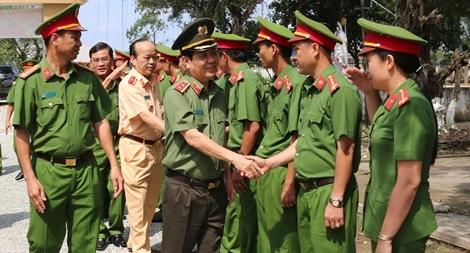 Thứ trưởng Nguyễn Văn Sơn kiểm tra công tác tại Công an Cà Mau