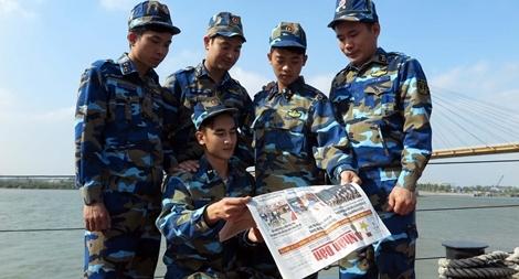 Tặng các chiến sĩ Hải quân báo Xuân Đinh Dậu