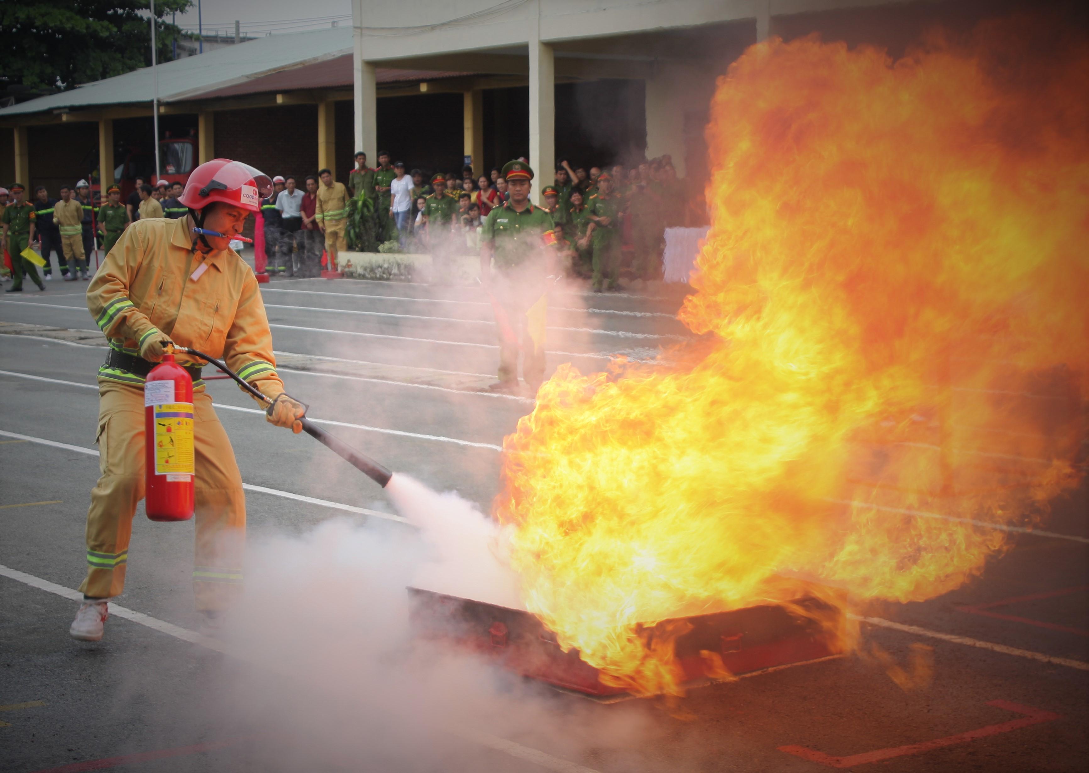 Rèn luyện tốt để chống giặc lửa bảo vệ tính mạng, tài sản của người dân