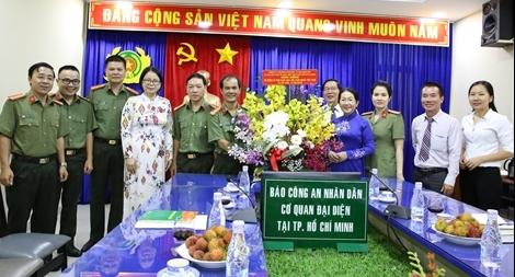 Phó Bí thư Thành ủy TP Hồ Chí Minh chúc mừng Cơ quan đại diện Báo CAND
