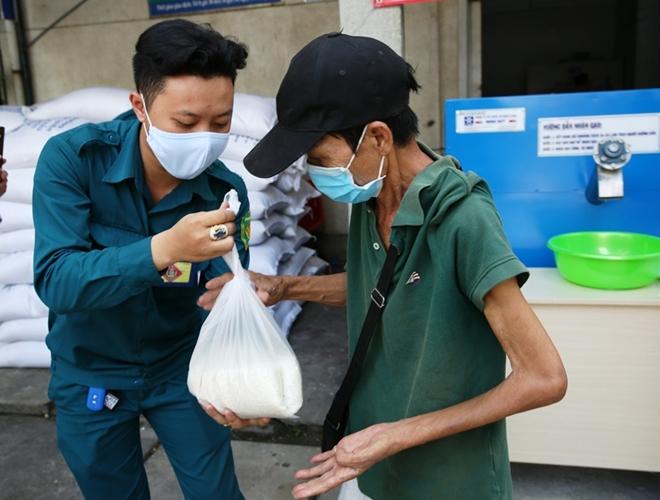 16 tấn gạo được Báo CAND đưa đến tay những người nghèo