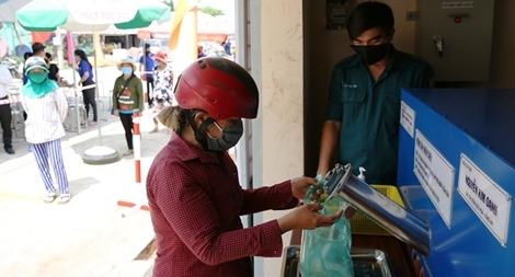 """Cây """"ATM gạo"""" thứ 4 của Báo CAND đến với bà con nghèo huyện biên giới"""