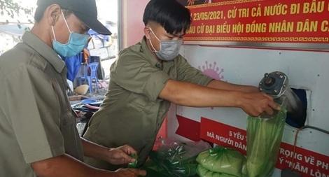 Khởi động lại cây ATM gạo san sẻ yêu thương cho người dân khó khăn