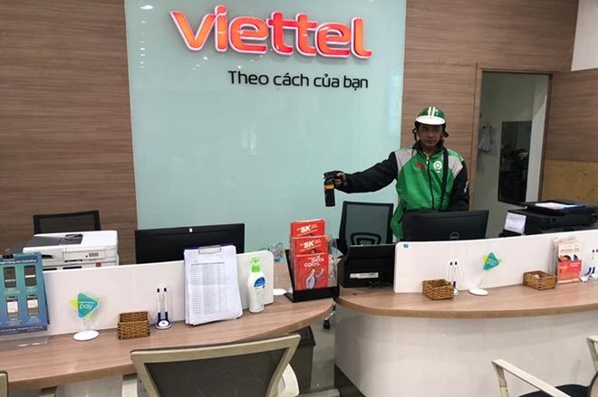 Mặc áo grab vào cửa hàng Viettel táo tợn xịt hơi cay cướp gần 300 triệu
