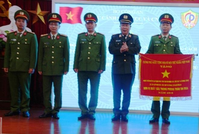 Cục Cảnh sát PCCC và CNCH đón nhận Huân chương Quân công hạng Ba