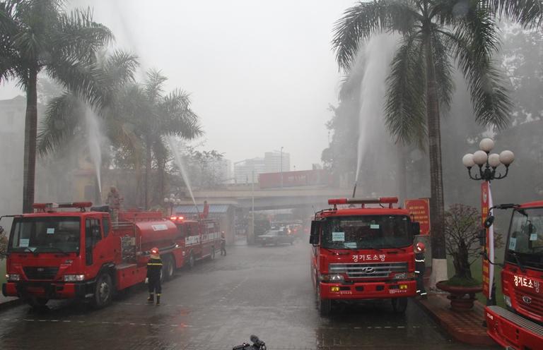 Tiếp nhận 5 xe chữa cháy của Hàn Quốc