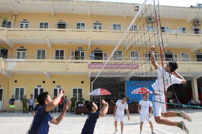18 đội tham dự giải bóng chuyền Cảnh sát PC&CC TP Hà Nội
