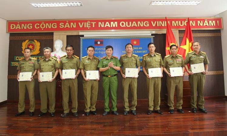 Tập huấn công tác truy nã cho cán bộ Bộ An ninh Lào