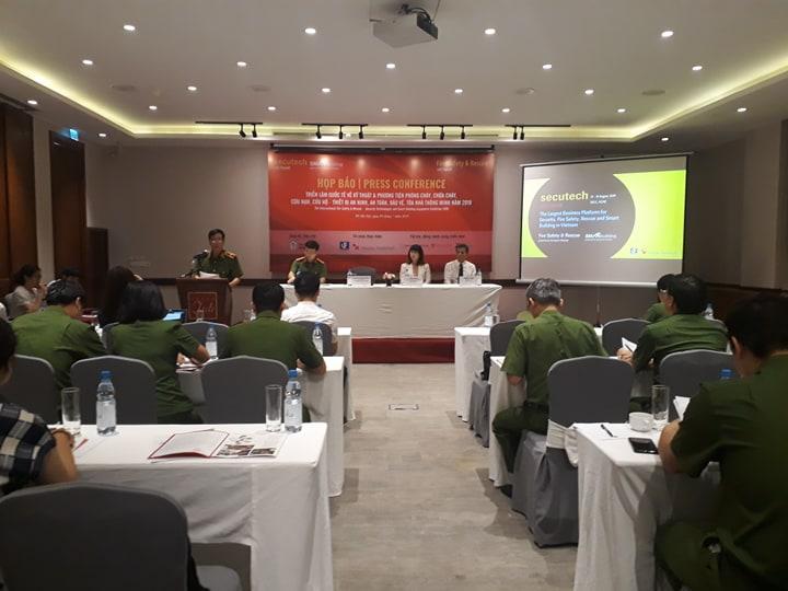 Trải nghiệm kỹ năng chữa cháy, cứu nạn cứu hộ tại triển lãm quốc tế năm 2019