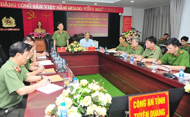 Thứ trưởng Nguyễn Văn Sơn kiểm tra công tác tại Công an tỉnh Tuyên Quang