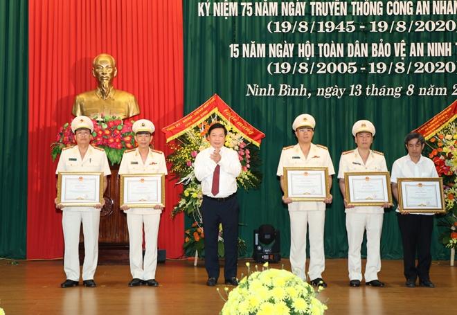 Công an Ninh Bình  gặp mặt kỷ niệm 75 năm Ngày truyền thống CAND - Ảnh minh hoạ 2