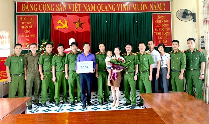Gia đình cháu bé bị bắt cóc cảm ơn Công an Tuyên Quang