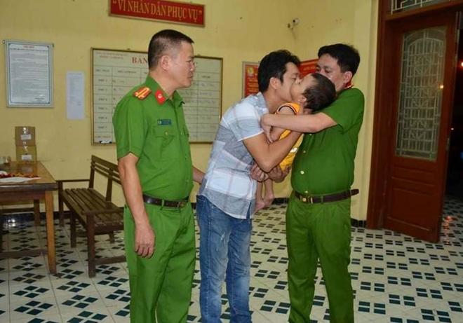 Gia đình cháu bé bị bắt cóc cảm ơn Công an Tuyên Quang - Ảnh minh hoạ 2