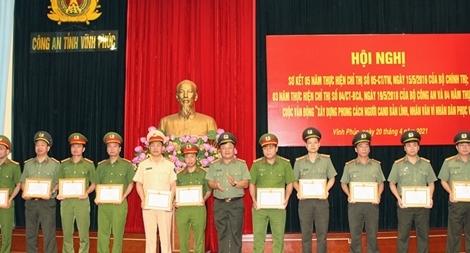 11 tập thể và 33 cá nhân được khen thưởng thực hiện Chỉ thị số 05